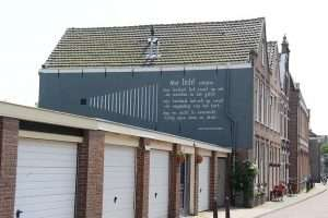 Ολλανδική πόλη είναι γεμάτη ποιήματα στους τοίχους των κτηρίων