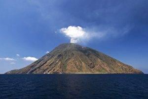 Το ηφαίστειο Στρόμπολι δεν κοιμάται ποτέ!