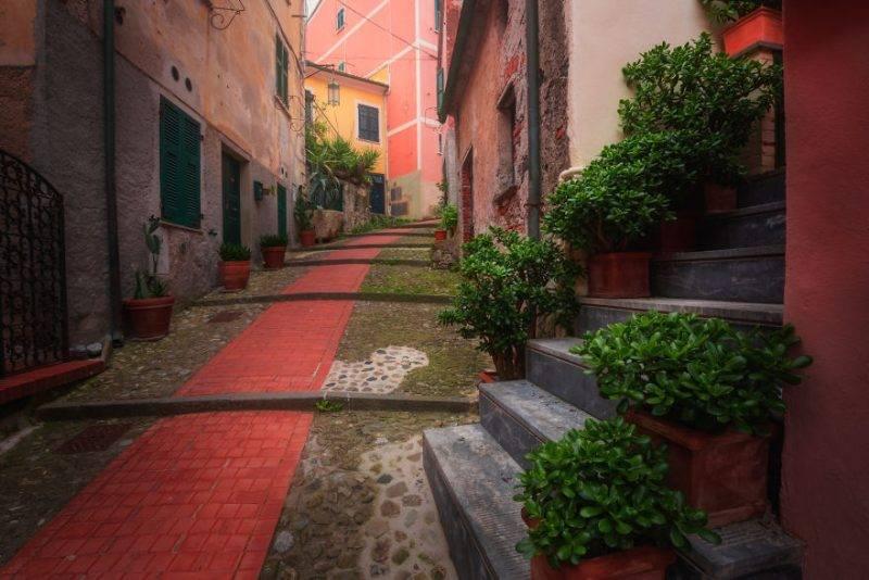 Perierga.gr - Τα στενάκια της Ιταλίας που μοιάζουν παραμυθένια